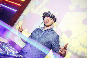 DJ FINGER